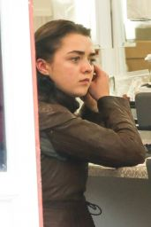 Maisie Williams - Filming