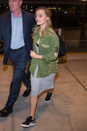 Margot Robbie Travel Outfit - JFK Airport in NY 10/2/2016
