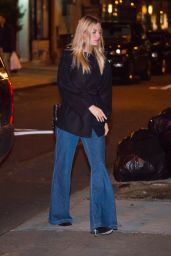 Martha Hunt at a Kings of Leon Concert in New York City 10/12/2016