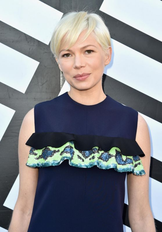Michelle Williams - Louis Vuitton Fashion Show Photocall in Paris 10/5/2016