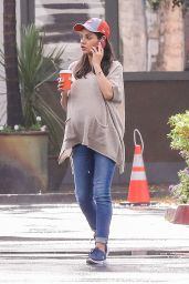 Mila Kunis - Getting Coffee in Los Angeles 10/17/ 2016