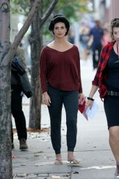 Morena Baccarin - On Set of