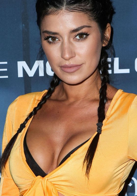 Nicole Williams - The 2016 Maxim Halloween Party