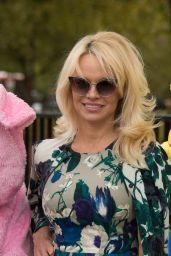 Pamela Anderson - Poses With PETA