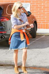 Reese Witherspoon Casual Style - Los Angeles 10/24/ 2016