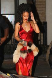 Rihanna Night Out Style - Arriving at Carbone Restaurant in New York City 10/5/2016