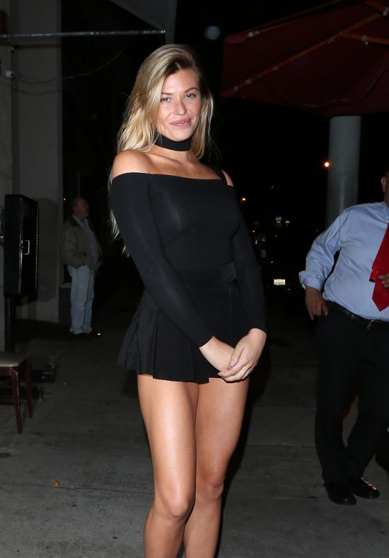 Samantha Hoopes - Outside Craig
