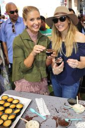 Sarah Michelle Gellar - Foodstirs Host Kids in the Kitchen at The Grove in Los Angeles 10/02/2016