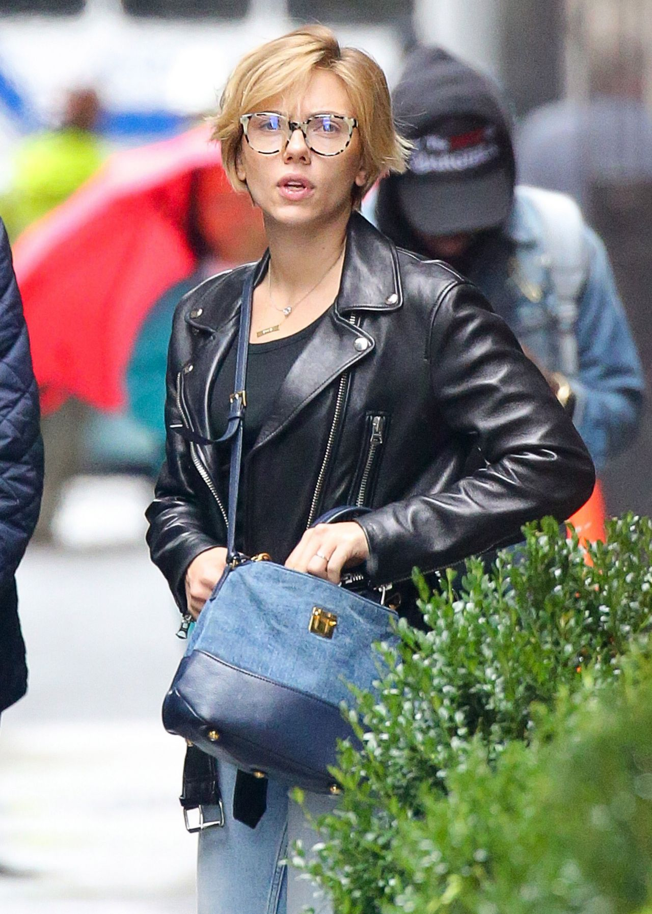 Scarlett Johansson Street Style Out In Nyc 9 30 2016
