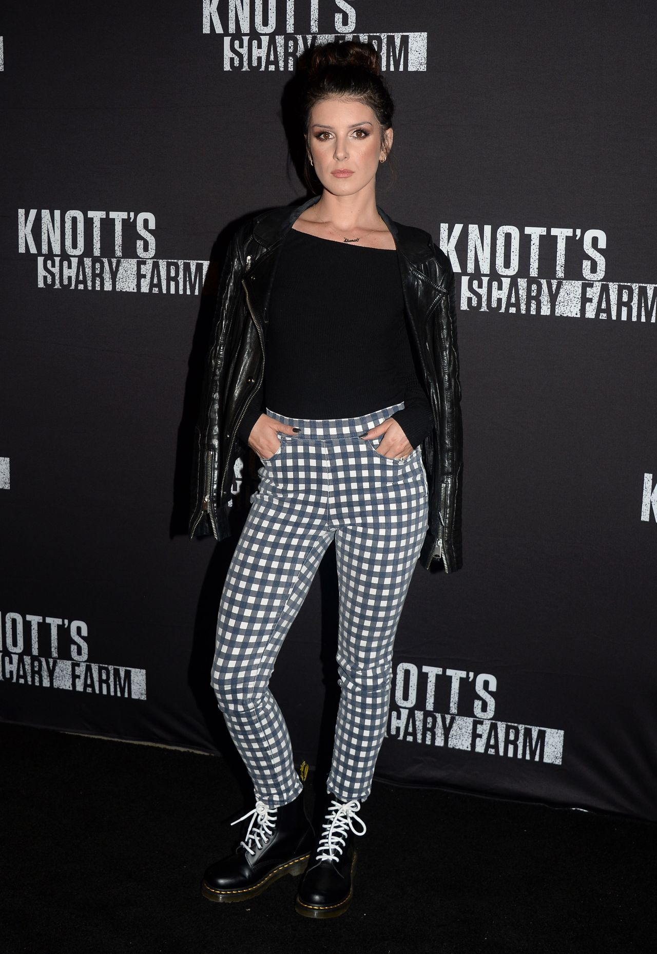 picture Shenae grimes knotts scary farm celebrity night in buena park