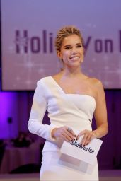Sylvie Meis - Holiday on ICE Gala in Hamburg, Germany 10/19/ 2016