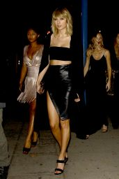 Taylor Swift - Arriving at Drake