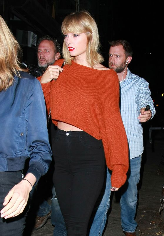 Taylor Swift in Black Skinny Jeans and a Rust Sweater - Out For Dinner in New York City 10/13/2016