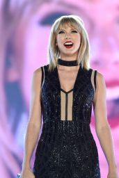 Taylor Swift Performs at US Grand Prix in Austin - 10/22/2016