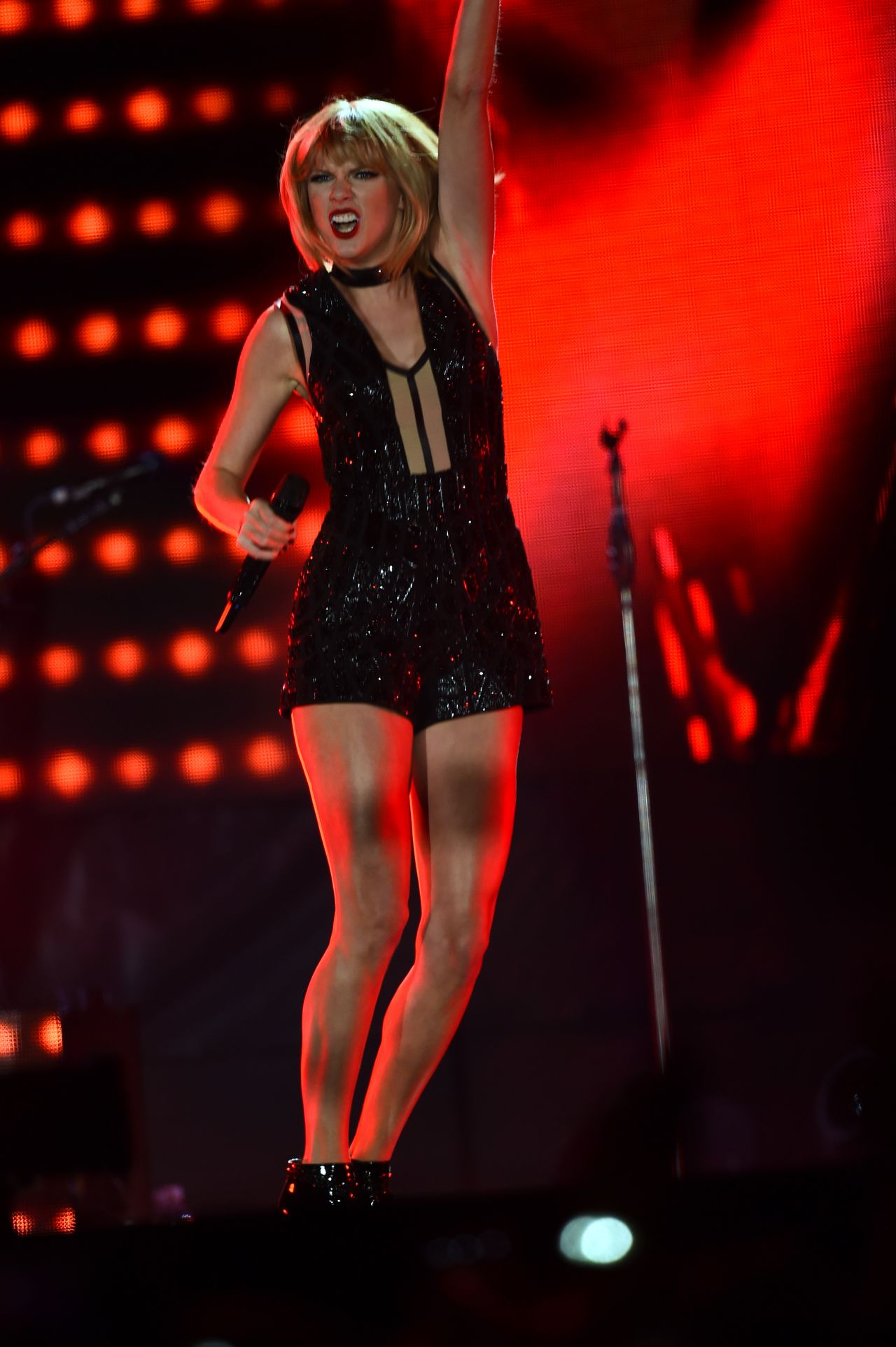 Taylor Swift Performs At Us Grand Prix In Austin 10 22 2016