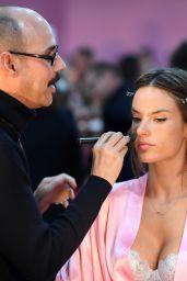 Alessandra Ambrosio – Victoria's Secret Fashion Show 2016 Backstage