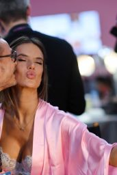 Alessandra Ambrosio – Victoria's Secret Fashion Show 2016 Backstage