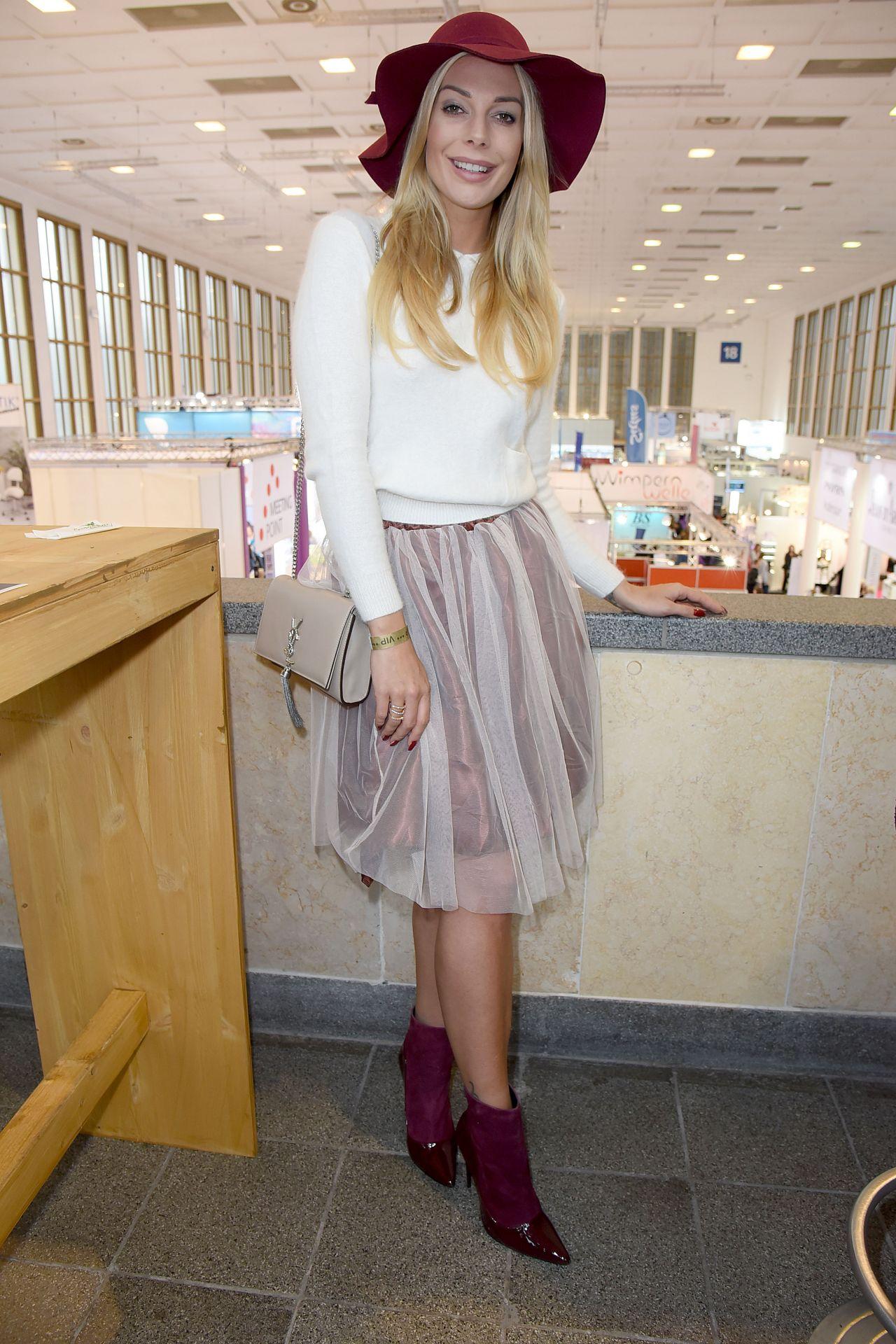 Annika Gassner – Cosmetica Newcomer Artist Award 2016 at Cosmetica Fair in Berlin 11/5/2016