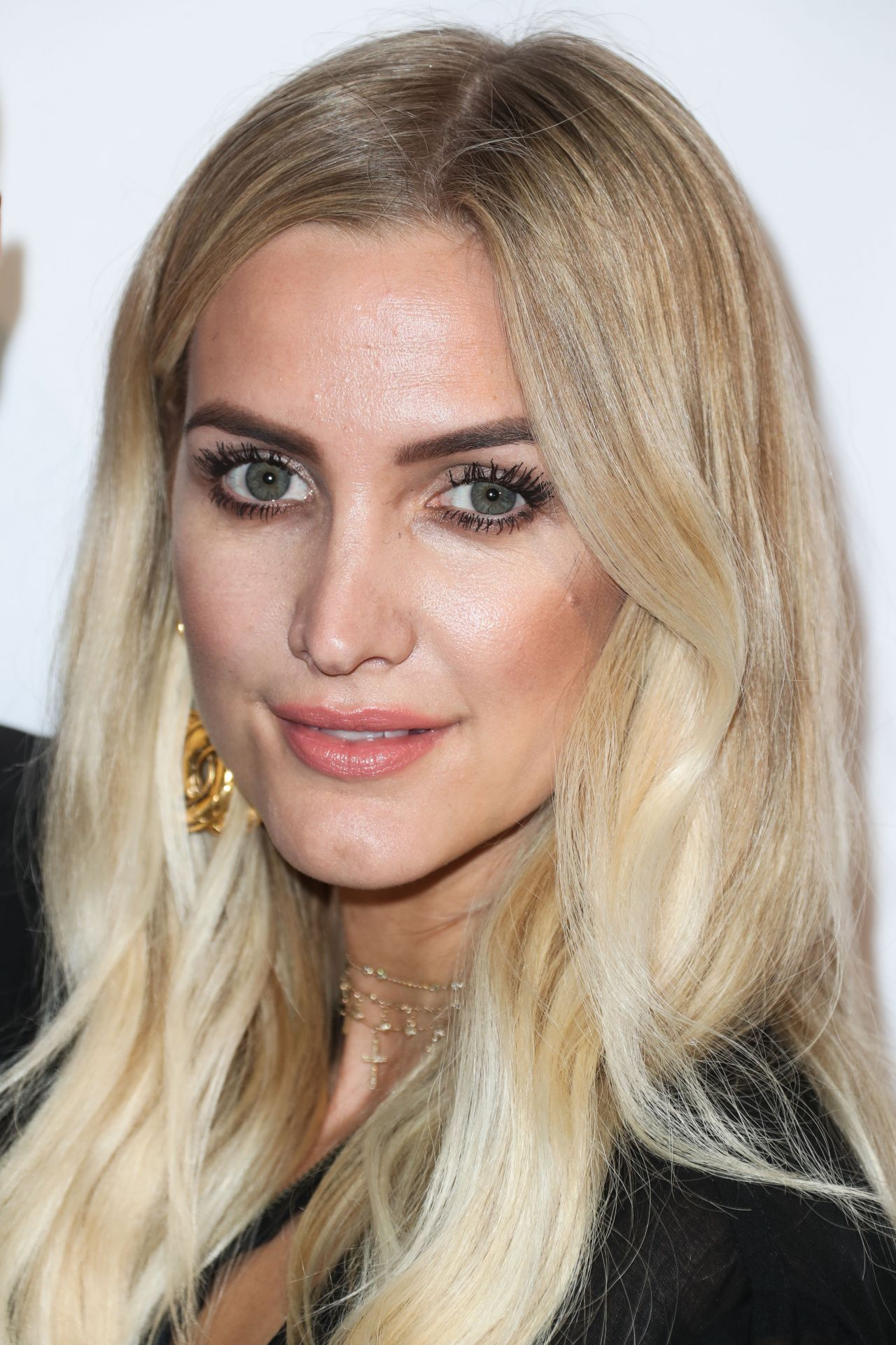 Ashlee Simpson – 'God vs Trump' Premiere at The TCL ... Ashlee Simpson