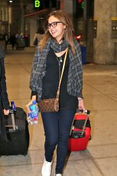 Bailee Madison Travel Outfit - Pearson International Airport in Toronto 10/31/ 2016
