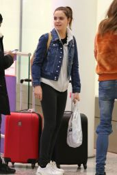 Bailee Madison Travel Outfit - Toronto Pearson International Airport 11/21/ 2016