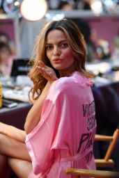 Barbara Fialho – Victoria's Secret Fashion Show 2016 Backstage
