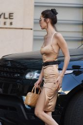 Bella Hadid Street Style - Shopping in LA 11/10/ 2016