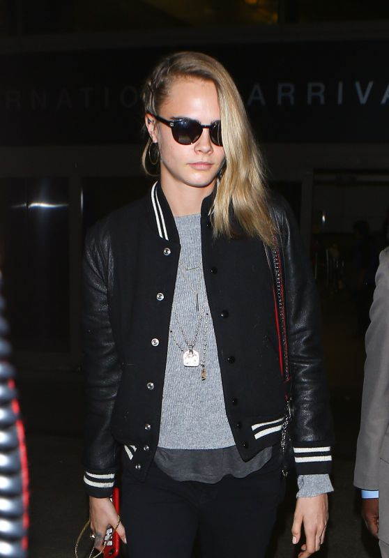 Cara Delevingne at LAX Airport 11/12/2016