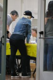 Christina Aguilera - Places a Late Vote on Election Day in Beverly Hills 11/8/2016
