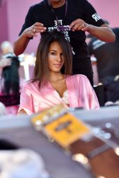 Cindy Bruna – Victoria's Secret Fashion Show 2016 Backstage