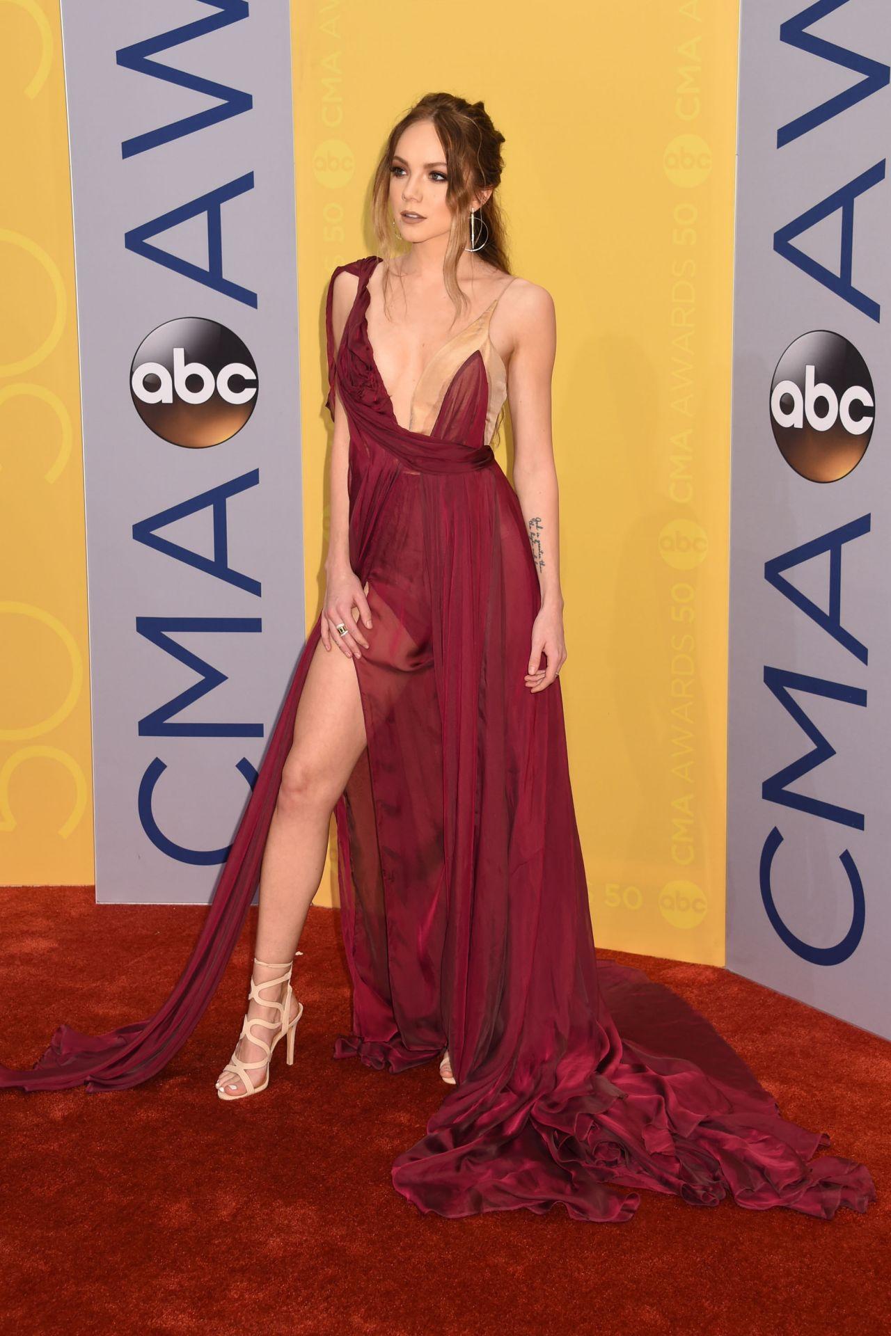 Danielle Bradbery Legs >> Danielle Bradbery – 50th Annual CMA Awards in Nashville 11/2/ 2016