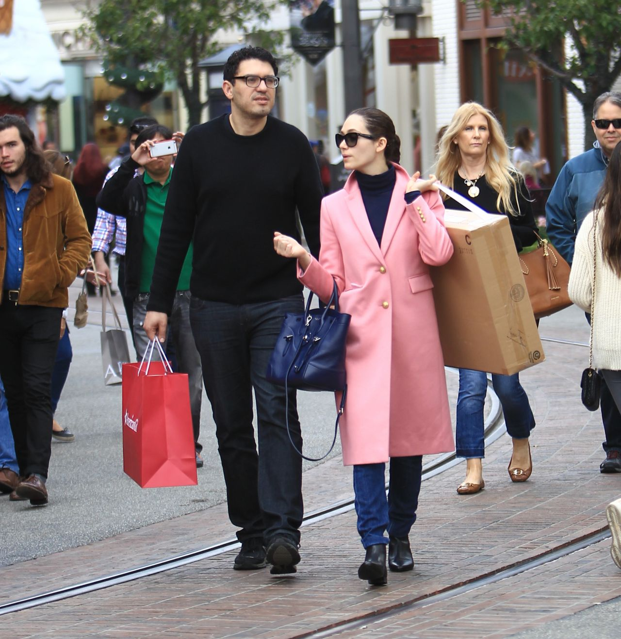 Shopping With Her Boyfriend In Los Angeles