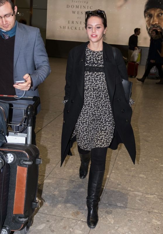 Felicity Jones - Arrives at Heathrow Airport in London, November 2016