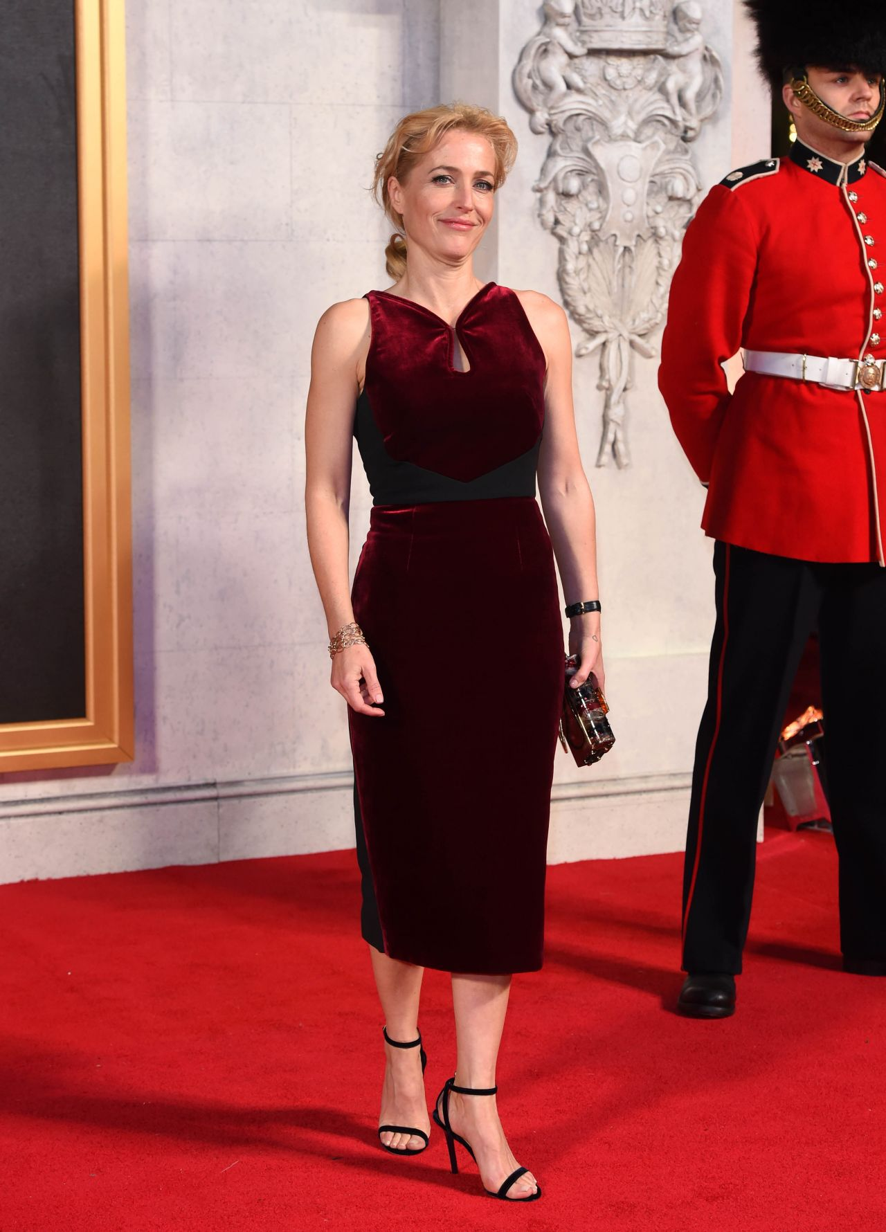 Gillian Anderson The Crown Tv Series Premiere In London on Red Carpet Reporter