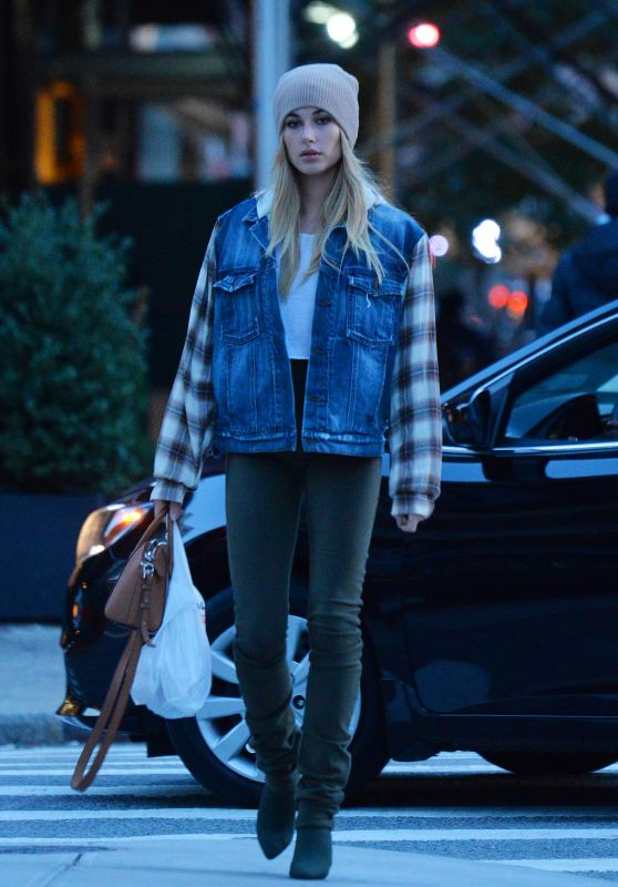 Hailey Baldwin Street Style - Out in Tribeca in New York 11/8/2016