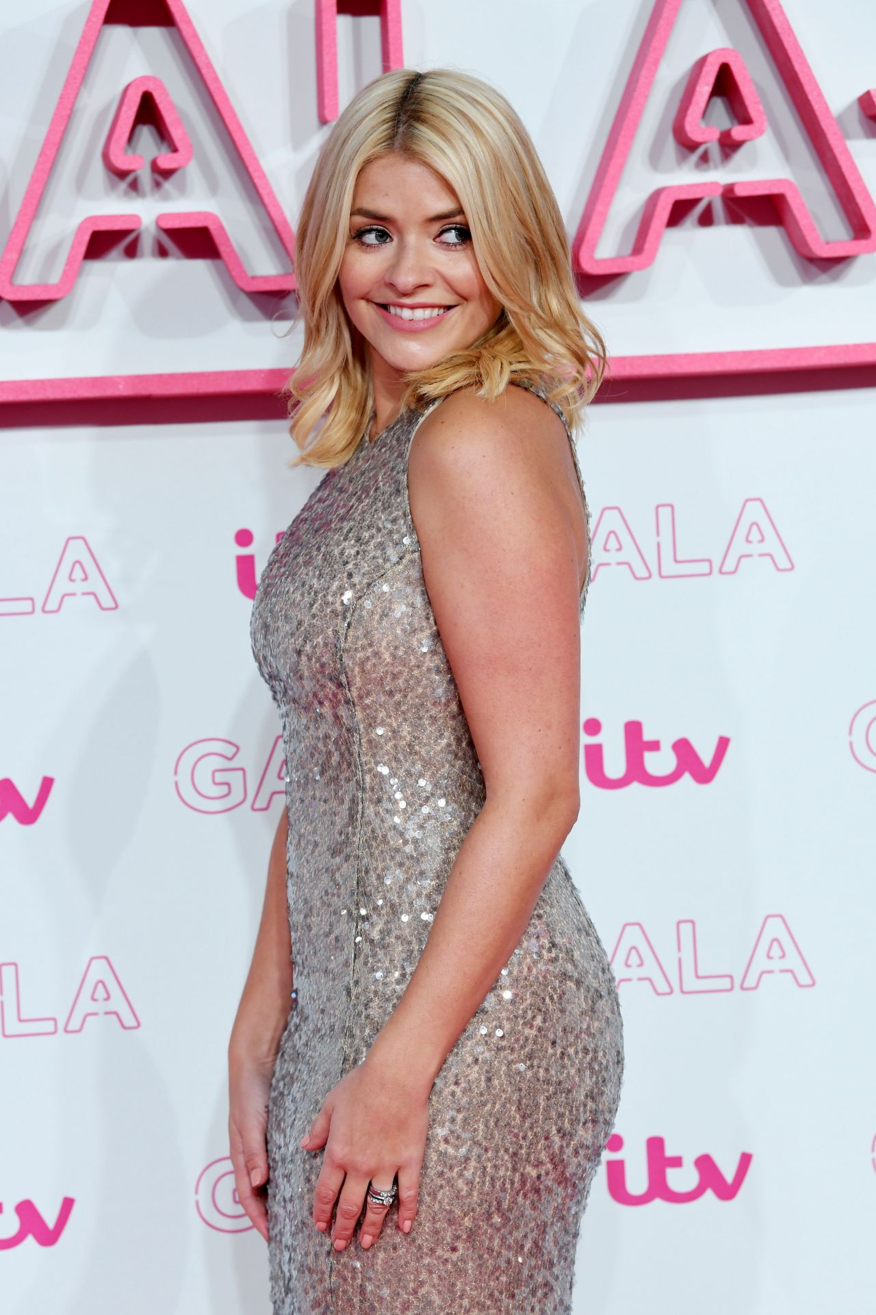 holly willoughby - photo #49