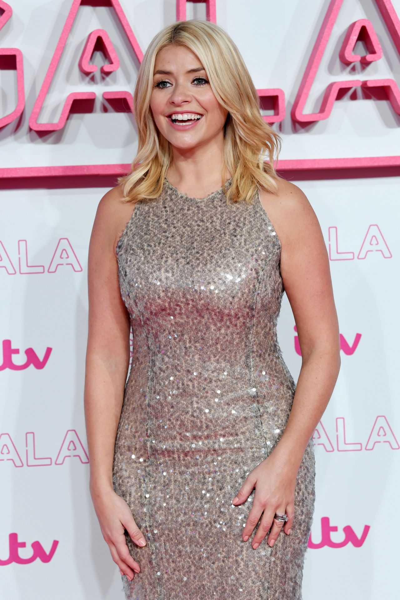 holly willoughby - photo #26