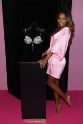 Jasmine Tookes – Victoria's Secret Fashion Show 2016 Backstage