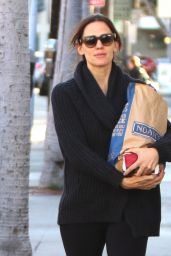 Jennifer Garner - Stopping to Pick up Bagels and Smoothies on Thanksgiving Eve in Brentwood, CA 11/23/ 2016
