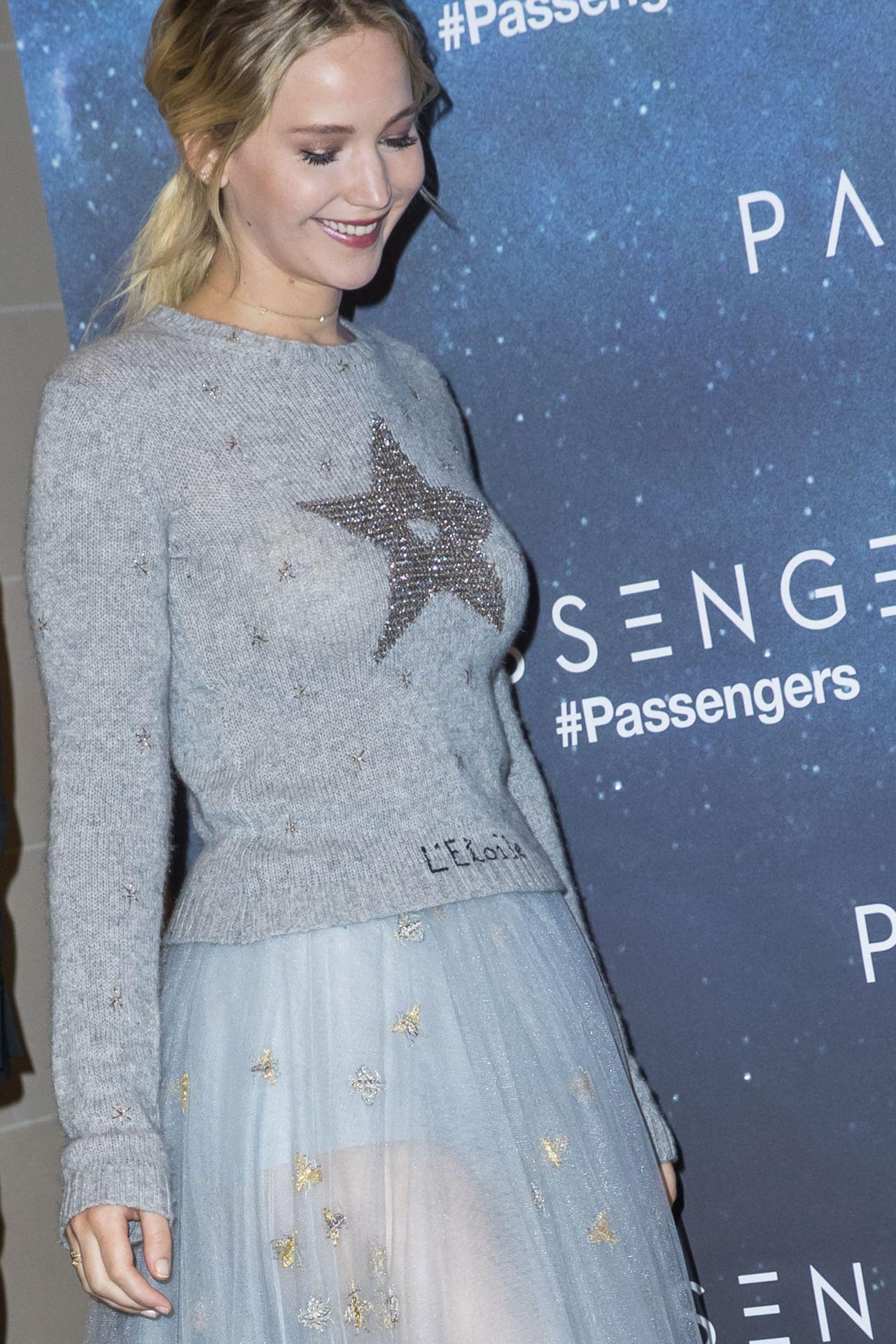 Jennifer Lawrence Passengers Photocall In Paris 11 29