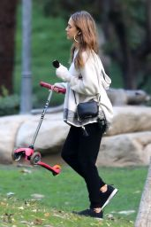 Jessica Alba at Coldwater Park in Beverly Hills, November 2016