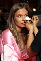Josephine Skriver – Victoria's Secret Fashion Show 2016 Backstage