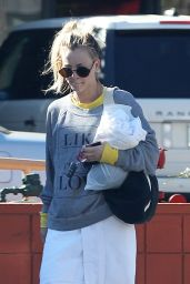 Kaley Cuoco - Leaving a Yoga Class in LA, November 2016