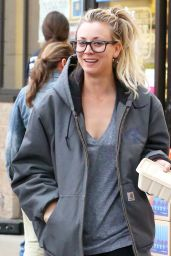 Kaley Cuoco Shopping at Whole Foods in Los Angeles, November 2016