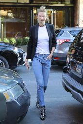 Karlie Kloss - Out and About in NYC 11/07/ 2016