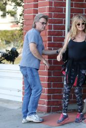 Kate Hudson & Goldie Hawn at the Early World Restaurant in Brentwood, November 2016