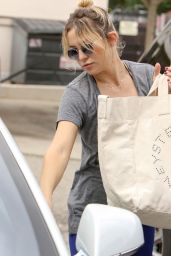 Kate Hudson - Shopping in Los Angeles 11/26/ 2016