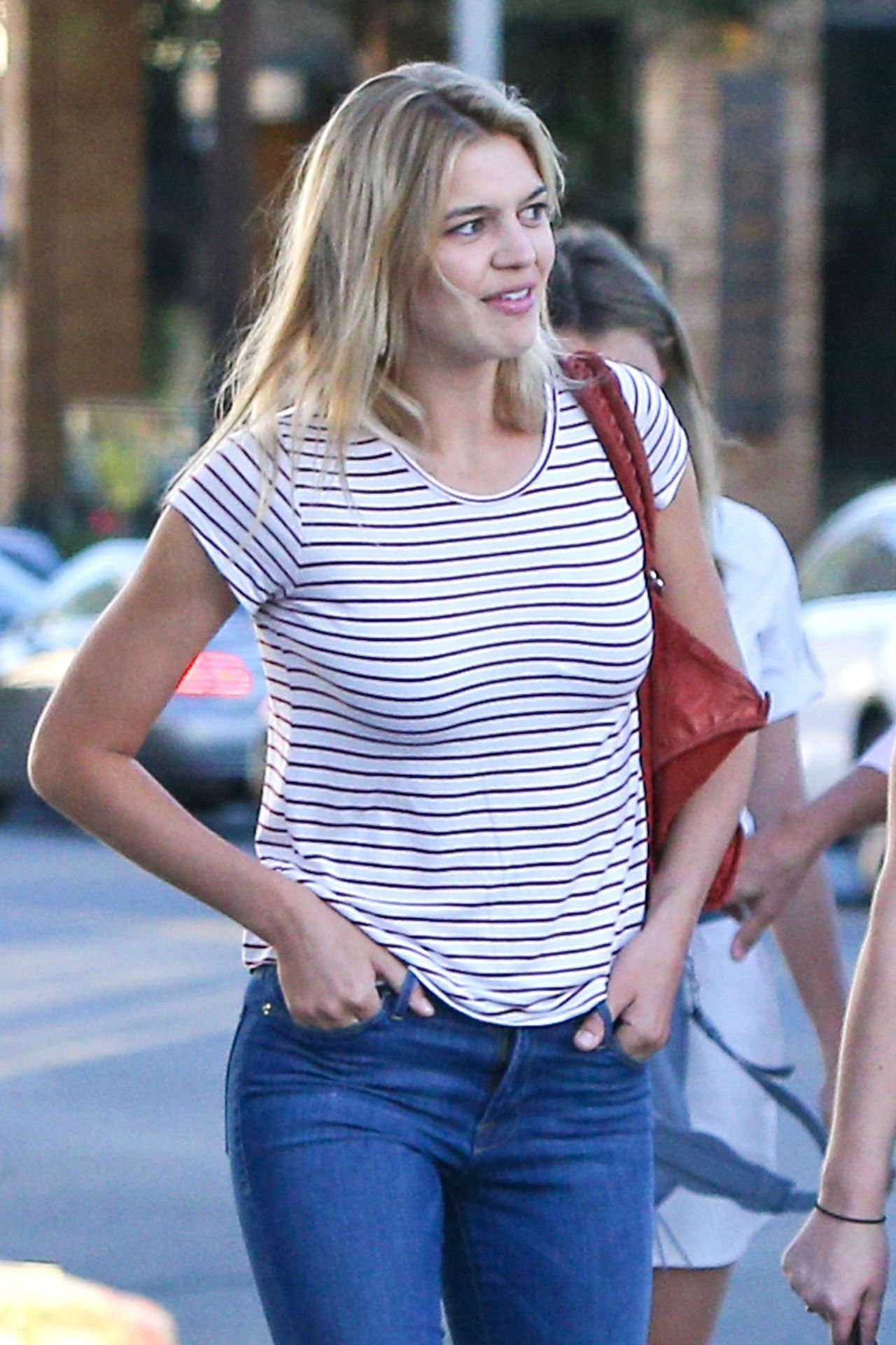 Kelly Rohrbach in Tight Jeans - Leaving the Ivy Restaurant ...