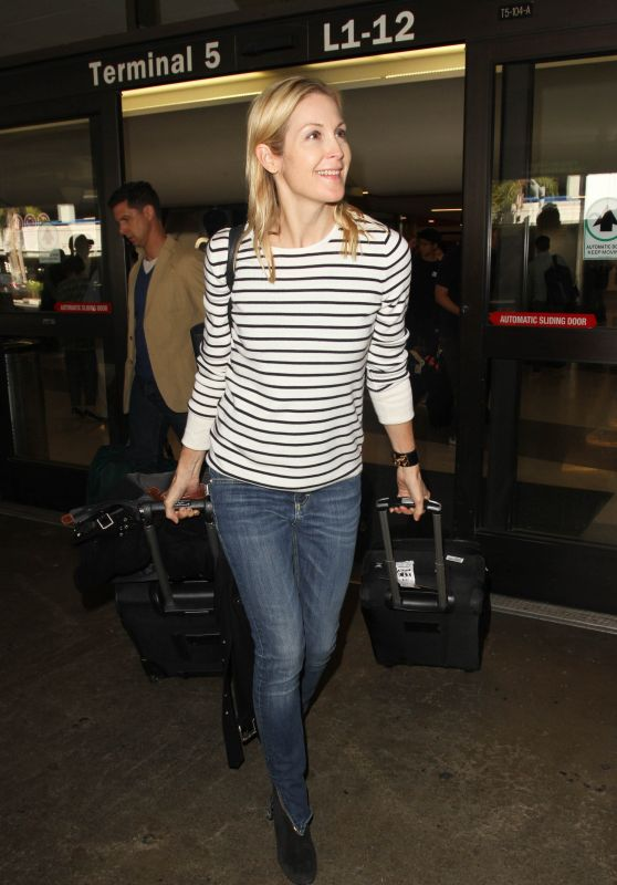 Kelly Rutherford at LAX in Los Angeles 11/08/2016