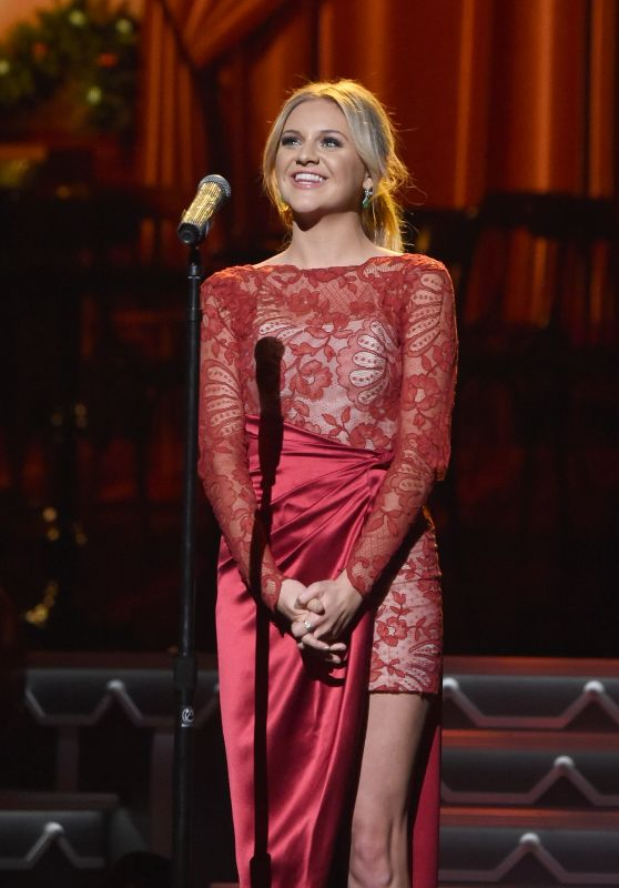 Kelsea Ballerini - CMA 2016 Country Christmas in Nashville